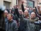 Policejn� t�kood�nci v Duchcov� zabr�nili ��astn�k�m demonstrace v pochodu k
