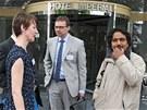 Romský aktivista Kumar Vishwanthan se před ostravským hotelem Imperial setkal s