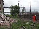 V Ostravě se zřítila část domu, kam zloději chodili krást železo.