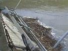 Zloději kovu rozebírali lávku přes řeku Opavu