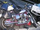 Řidič osobního auta v pondělí v podvečer na Jihlavsku srazil čtyři motorkáře ze