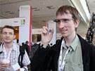 Redaktor Technet.cz Pavel Kasík potřetí zkouší Google Glass. Síť wi-fi byla na konferenci Google I/O obvykle přetížená, ale rozpoznávání řeči fungovalo na výbornou.