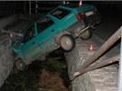 Silně opilý řidič nezvládl v Hrabové na Šumpersku průjezd zatáčkou, dostal