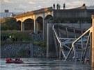 V USA se zřítila část dálničního mostu (24. května 2013).