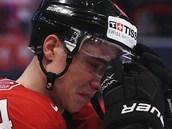 PLÁ�E. �výcarský hokejista Reto Suri t�ce kou�e zklamání po prohraném finále