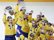 ZLATO V�UDE KOLEM. �véd�tí hokejisté slaví titul mistr� sv�ta na domácím led�