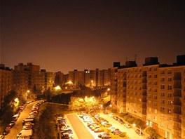 Světelné znečištění noční oblohy mají na svědomí většinou města.
