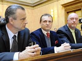 Poslanci V�c� ve�ejn�ch Otto Chaloupka, V�t B�rta a Petr Skokan p�i jedn�n�