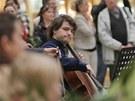 Flash mob brněnské filharmonie v prodejní galerii Vaňkovka (30. května 2013)