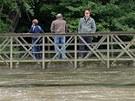 Rozvodněná Klabava protekla nedovřenými protipovodňovými vraty a zatopila
