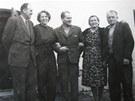 František Wiendl s rodinou a přáteli po propuštění z vězení v roce 1960.