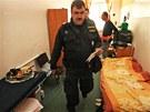 Policejní zátah v ostravské ubytovně Karin. (29. května 2013)