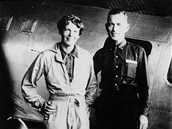 Amelia Earhartová se svým navigátorem Fredem Noonanem.