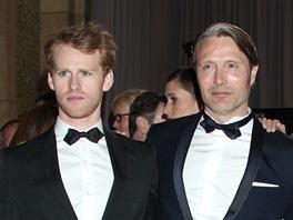 Cyron Meville (vlevo) a Mads Mikkelsen na udílení Oscarů za rok 2012