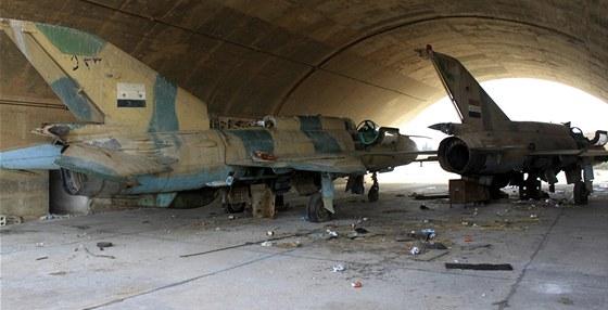 Asadovy st�ha�ky v hang�ru nedaleko m�sta Kusajr (2. �ervna 2013)
