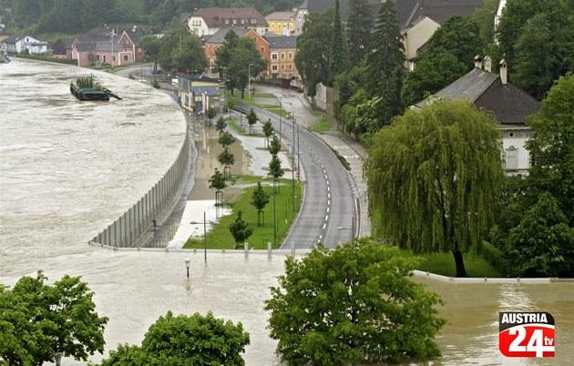 Protipovodňová zábrana rakouského městečka Grein, které leží ...