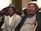 Veteráni povstání Mau Mau na tiskové konferenci v Nairobi, kde byla oznámena