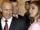 Snímek z roku 2004 zachycuje Putina s gymnastkou Alinou Kabajevovou na setkání