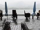Záplavy dorazily i do Německa. Restaurace v Tegernsee.