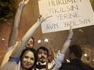 V Turecku se demonstrovalo i v ned�li nad r�nem (1. �ervna 2013)
