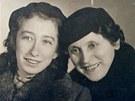 Magdalena Horetzk� s maminkou v roce 1941.