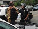 Losangleská policie vede muže, kterého zadržela v Santa Monice (7. června 2013)