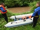 Záchranáři hledají na Náchodsku muže, který vypadl z lodičky do rozvodněné...