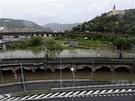 Rozvodn�n� Labe zatopilo v �st� nad Labem kruhovou k�i�ovatku pod z�me�kem