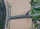 Zaplavené příjezdy Mariánského mostu v Ústí nad Labem (4. června 2013)