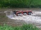 Zcela zaplavené auto Tomáše Vorla.