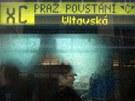 Náhradou za nejezdící vlaky metra byly v Praze nasazeny tramvaje XA, XB a