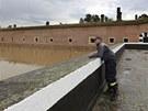 Hasi�i v Terez�n� p�ipravuj� pytle s p�skem a hl�daj� velkou vodu.
