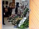 S vyvra�d�nou rodinou se rozlou�ily v kostele v �e�kovic�ch stovky lid� (1.