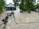Rozvodněný potok Botič zaplavil pražské čtvrti Hostivař a Záběhlice. Na snímku...