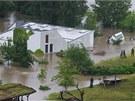 Pavilon goril 3. �ervna 2013 r�no, druh� den povodn�. Voda st�le je�t�...