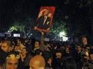 Protestovat proti tureck� vl�d� p�i�ly v Anka�e davy lid�. (6. �ervna 2013)