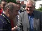Prezident Miloš Zeman potkal na obhlídce zaplavených Lahoviček i svého známého