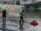 Prudk� d隝 zatopil pr�jezd tramvaj� pod magistr�lou na T�nov�.