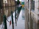 Přívalový déšť v neděli 9. června zatopil ulice pražského Karlína.