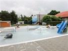Opravený venkovní areál olomouckého plaveckého stadionu.
