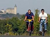 Mezi Pardubicemi a Hradcem Králové jsou zatím jen kusy budoucí stezky. Hojn� je