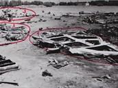 Trosky letadla po nehod� u Tripolisu - trosky r�mu pilotn� kabiny.