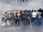 Na hlavní náměstí Taksim v Istanbulu přišlo v sobotu demonstrovat asi pět tisíc