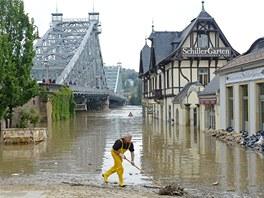 Drážďanský most Blaue Wunder je pro automobily uzavřený (5. června 2013)