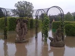 Zatopená zahrada zámku v Troji