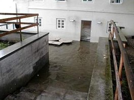 Voda vniká do Sovových mlýnů - Voda vniká do nově zrekonstruovaných Sovových