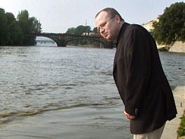 B�val� pra�sk� prim�tor Igor N�mec p�i povodn�ch v roce 2002. (9. srpna 2002)