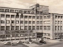 ZA ČASŮ ÚDERNÍKŮ. Sídlo národního podniku OKD v 50. letech.