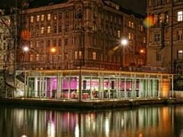 Jazz Dock v době, kdy je Vltava klidná a její hladina na standardní úrovni