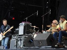 Na Leeds Festivalu v roce 2011 posílil Seasick Stevea a jeho bubeníka Dana